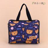 收納袋 包包 防水包 雨朵小舖 M235-031 小精靈收納袋-深藍黃貓趴趴走13251 funbaobao