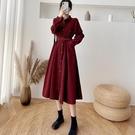法式收腰燈芯絨連身裙2021新款女中長款單排扣長袖打底過膝桔梗裙 貝芙莉