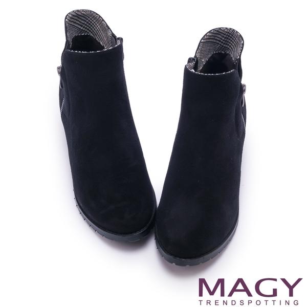 MAGY 簡約時髦 雙側拉鍊素面低跟短靴-黑色