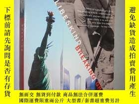 二手書博民逛書店Breaking罕見Ground: An Immigrant s