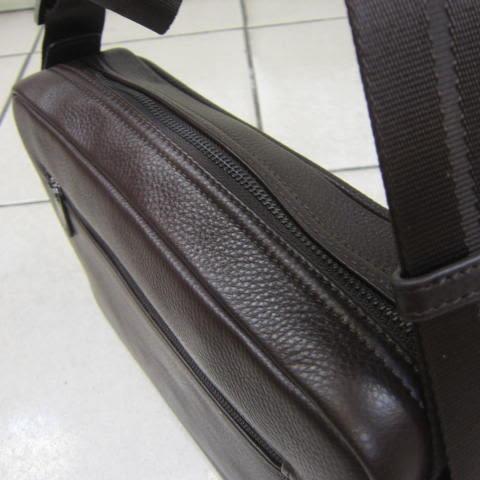 ~雪黛屋~18NINO81 美國正版授權品肩側包100%進口牛皮紳士休閒斜側NI35-12285A