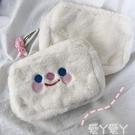 化妝包 韓國風可愛少女心卡通笑臉包毛茸茸化妝包手拿包大容量收納包 愛丫