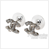 CHANEL 雙C LOGO立體設計水鑽鑲飾穿式耳環(銀)