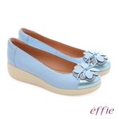 effie 輕漾漫步 真皮花朵奈米休閒鞋 淺藍色