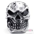 《 QBOX 》FASHION 飾品【R10023325】精緻龐克風獨眼鋯石骷髏頭鑄造鈦鋼戒指/戒環