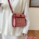 側背大包女2020新款女包秋冬斜背包大容量韓版格子時尚大氣小包包 JUST M