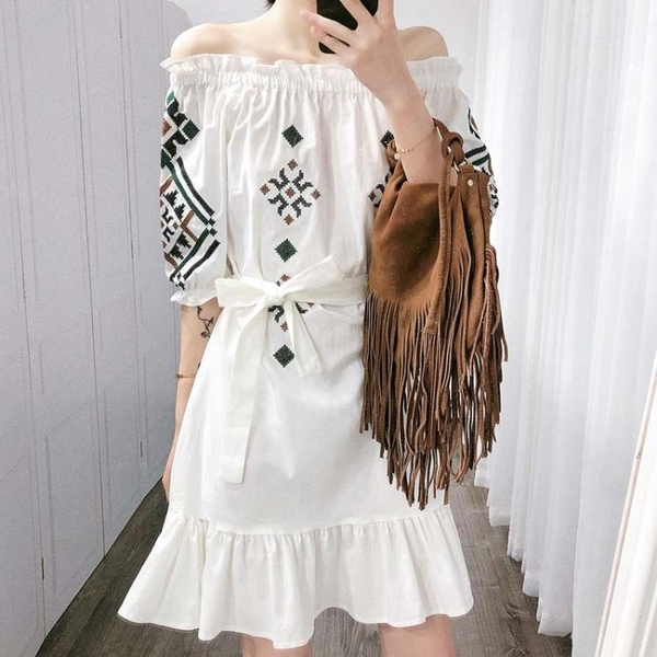 張大奕 白色連身裙女收腰氣質顯瘦刺繡棉麻一字肩超仙甜美長裙夏
