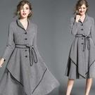 【南紡購物中心】《D Fina 時尚女裝》小高領千鳥格紋 中長版氣質A字連身禮服洋裝
