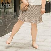 Miss38-(現貨)【A05633】大尺碼卡其格子短裙 側綁帶 後腰鬆緊帶 荷葉邊下擺 半身裙 及膝裙-中大尺碼