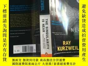 二手書博民逛書店The罕見Singularity Is Near When Hu