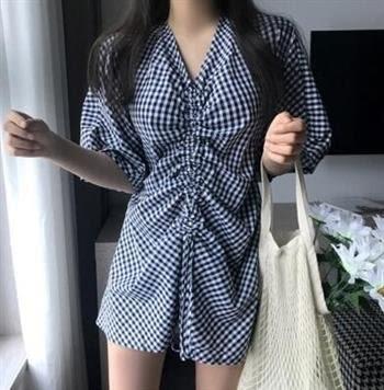文藝風收腰抽繩洋裝連身裙25569/韓版抽繩格子V領露背連衣裙圖色愛尚布衣