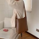 水桶包 包包女2021新款潮韓版休閒簡約子母包百搭單肩斜挎包大容量水桶包