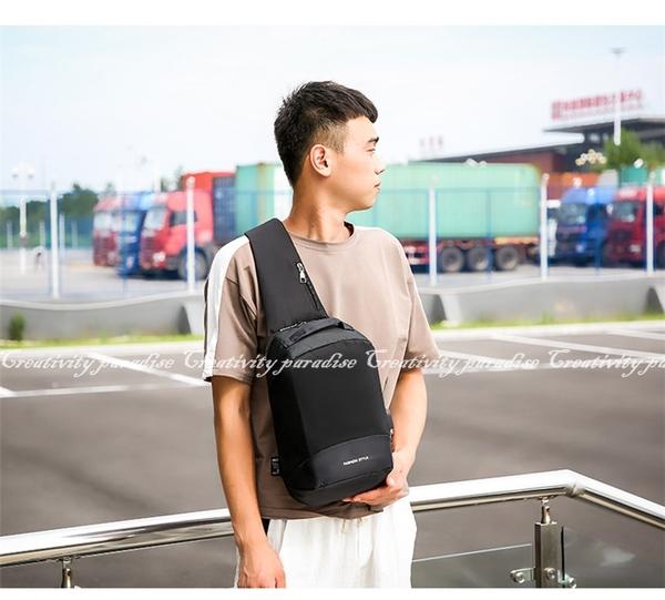 【多夾層胸包】附音源線及USB線 韓系休閒男士側背 斜背包 旅行充電接口單肩包 防潑水胸前包