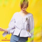 【SHOWCASE】氣質V領彈性束腰直條紋長袖襯衫(藍)