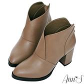 Ann'S紐約小姐-極度顯瘦V口零死角粗跟短靴-咖啡