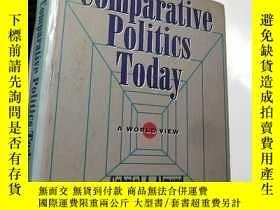 二手書博民逛書店【英文原版罕見精裝】Comparative Politics T