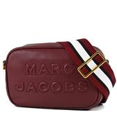 美國正品 MARC JACOBS 浮雕LOGO牛皮拉鍊寬背帶相機包-酒紅色【現貨】