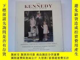 二手書博民逛書店The罕見Kennedy Family Album: Perso