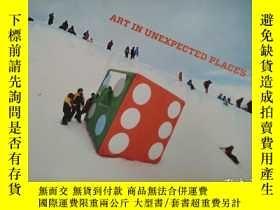 二手書博民逛書店Art罕見in Unexpected Places - the