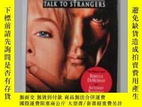 二手書博民逛書店原版荷蘭語書Never罕見talk to StrangersY1