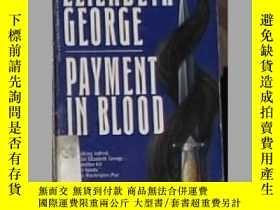 二手書博民逛書店英文原版罕見Payment in Blood by Elizab