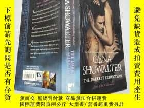 二手書博民逛書店英文原版the罕見darkest seduction 大32開Y11403 Gena Showalter Mi