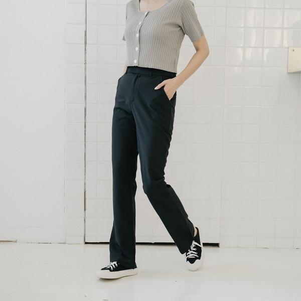 Queen Shop【04030292】微喇叭雙側口袋西裝長褲 兩色售 S/M/L*現+預*