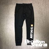 Nike NSW Pants 黑 白英文logo 刷毛 縮口 棉褲 男(布魯克林) 2019/1月 AR2611-010