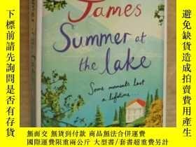 二手書博民逛書店SUMMER罕見AT THE LAKE 湖上的夏日 英文原版大3