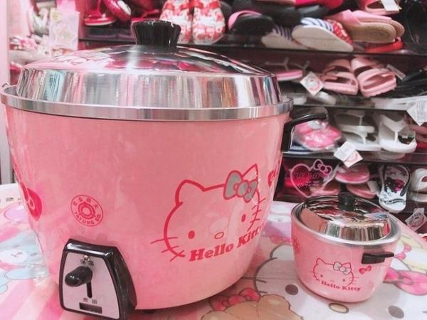 小花花日本精品 Hello Kitty 限量粉色大同電鍋 大同10人份電鍋 蒸口罩必備 造型可愛 現貨