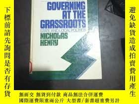 二手書博民逛書店GOVERNING罕見AT THE GRASSROOTSY250