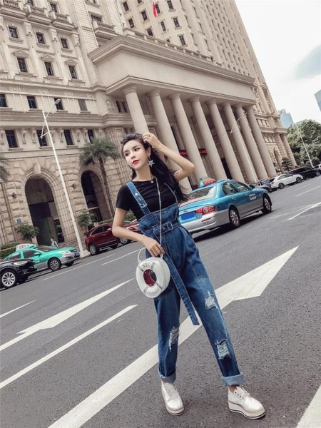 2018秋季新款韓版氣質破洞洗水寬鬆背帶長褲高腰顯瘦連體牛仔褲女