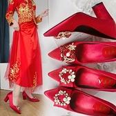 婚鞋紅色婚鞋女2021新款中式龍鳳方扣高跟結婚新娘秀禾鞋珍珠孕婦粗跟 JUST M