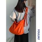 側背斜背包設計小眾帆布包女大學生上課大容量辣妹洋氣橘色大挎包