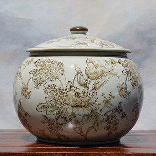 歐式米色陶瓷儲物罐帶蓋