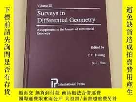 二手書博民逛書店Surveys罕見in Differential Geometr