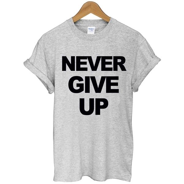 NEVER GIVE UP短袖T恤-2色 永不放棄英文字母文字t-shirt特價$390 gildan