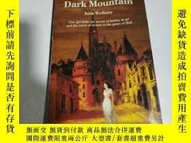 二手書博民逛書店CLImb罕見the Dark Mountain(外文)Y212