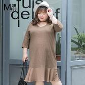 Miss38-(現貨)【A03842】極簡咖 純棉拼接雪紡荷葉下擺 七分袖 大碼洋裝 連衣裙-中大尺碼