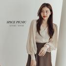 上衣 Space Picnic|V領百摺澎袖上衣-3色(預購)【C21082035】