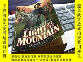 二手書博民逛書店Light罕見on the MountainY14476 Leo