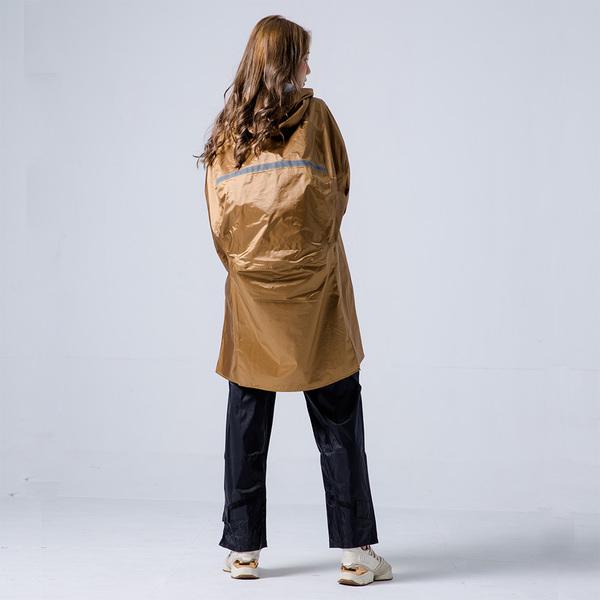 君邁雨衣,藏衫罩背背款,背包太空短版兩件式風雨衣(含褲子),棕