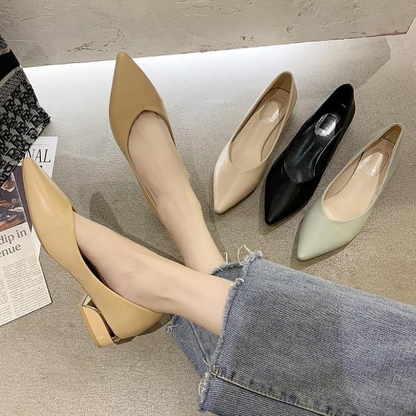 尖頭鞋.簡約百搭素色拼接金屬低跟包鞋.白鳥麗子