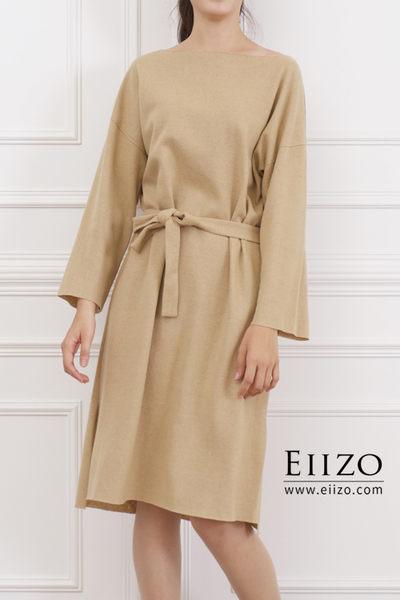 【EIIZO】微一字領棉麻綁帶洋裝(杏)