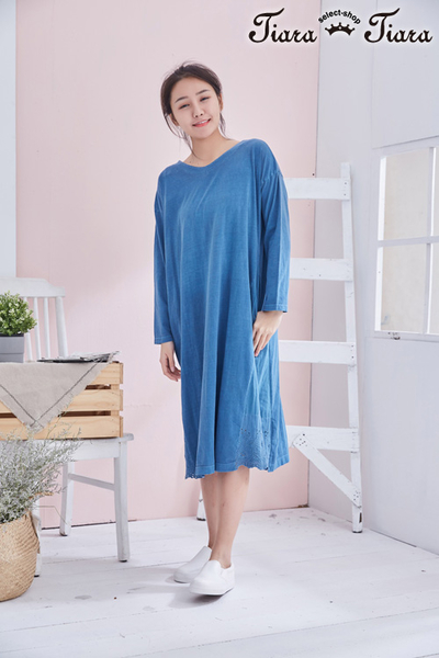 【Tiara Tiara】百貨同步aw 純棉素面長袖洋裝(藍) 漢神獨家