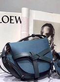 ■ 現貨在台■專櫃77折■  Loewe 全新真品 馬鞍型小款 GATE 皮革緞帶斜背包 石油藍/賽普拉斯