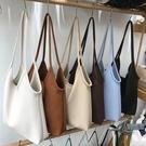 側背包女大容量簡約純色輕便軟皮大包包【邻家小鎮】