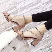 粗跟涼鞋 時尚鉚釘露趾涼鞋百搭一字扣粗跟小清新高跟鞋女 - 古梵希鞋包