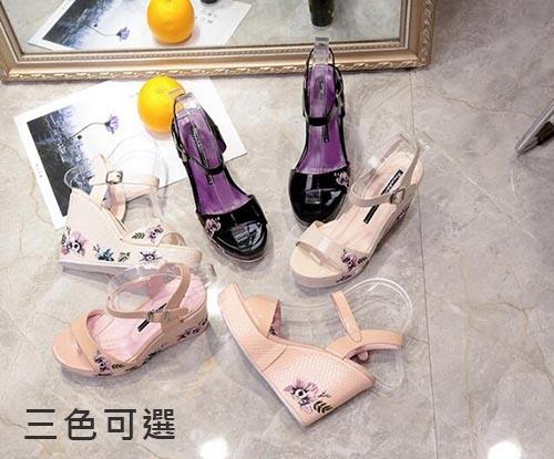 【Sp house】甜美繡花一字扣厚底坡跟楔型涼鞋(黑色米白色粉色3色可選)
