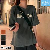 【V3086】shiny藍格子-休閒俐落.字母印花圓領寬鬆短袖上衣